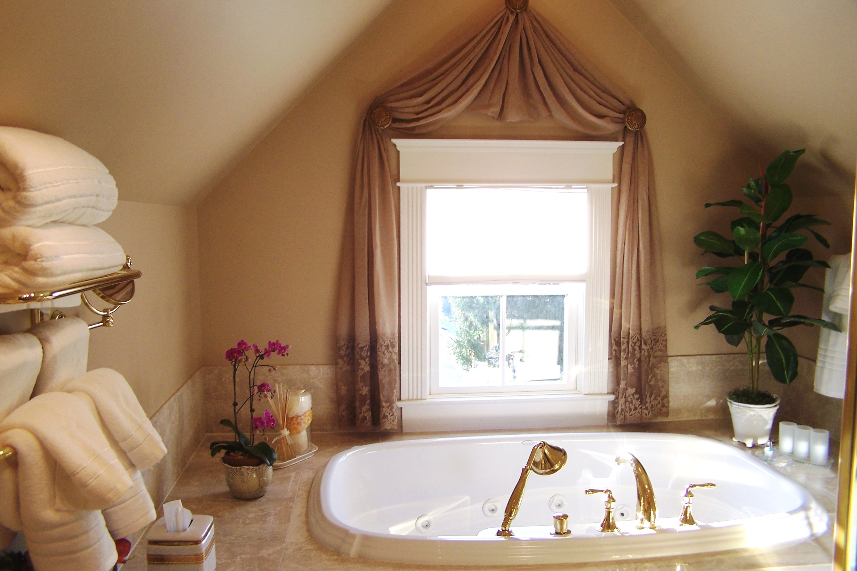 29 Curtains For A Small Bathroom Window Feriall Decor Pertaining To Curtains For Bathrooms Windows (Image 1 of 15)