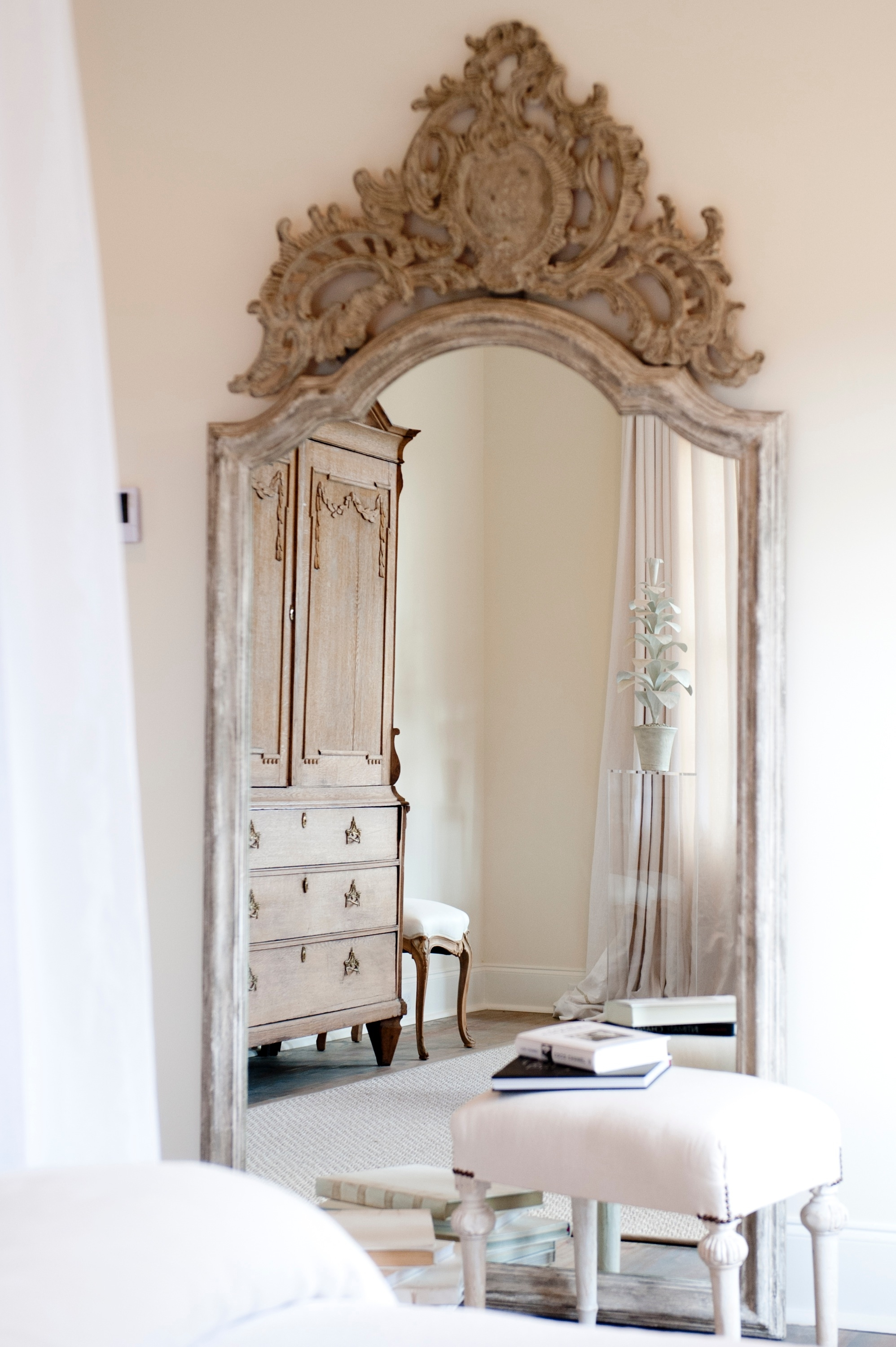 40 Magnificent Interior Designs With Big Big Mirrors Mirror Mirror With Antique French Floor Mirror (Image 2 of 15)