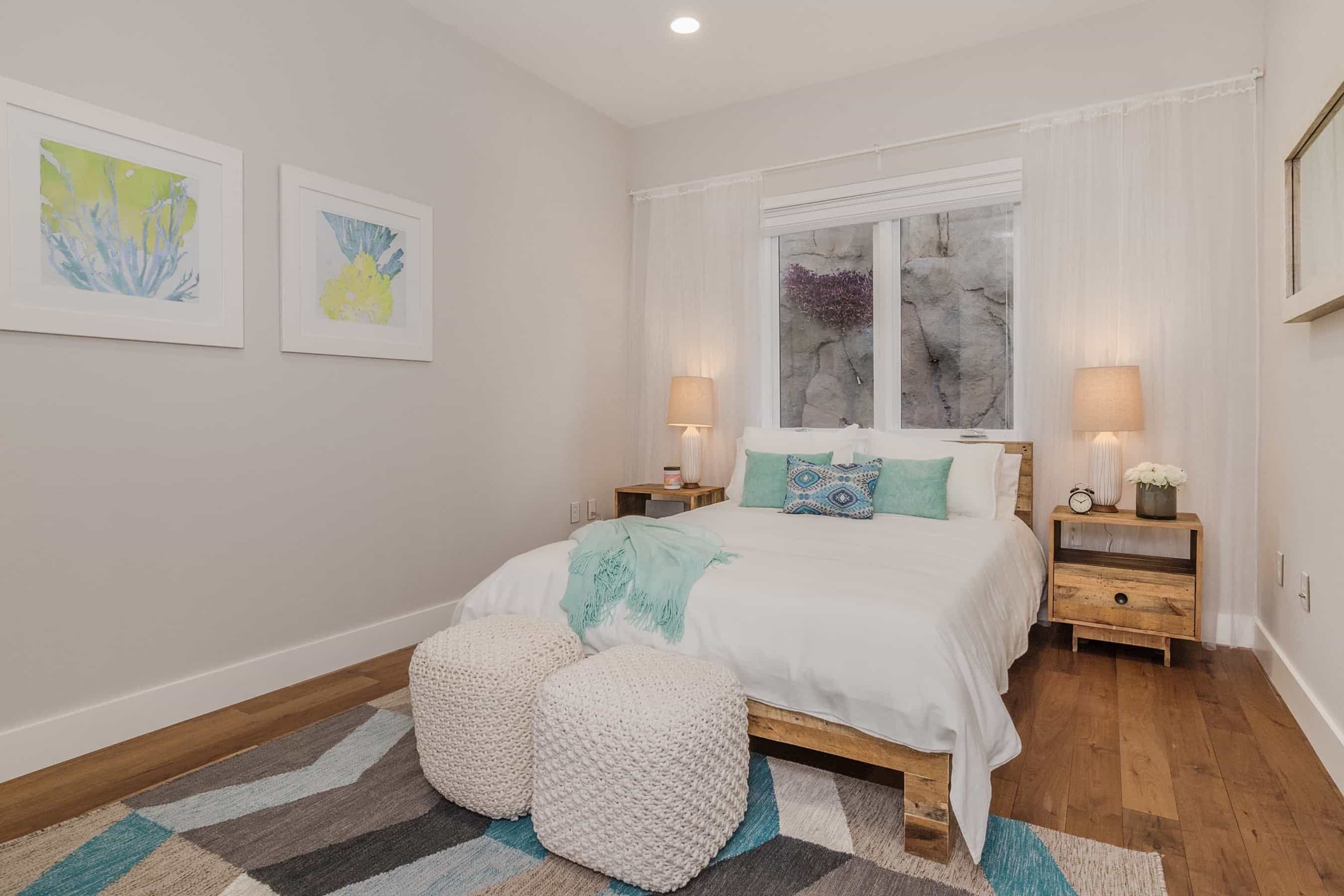 Featured Image of Beachy Bedroom In Contemporary Cozy Style