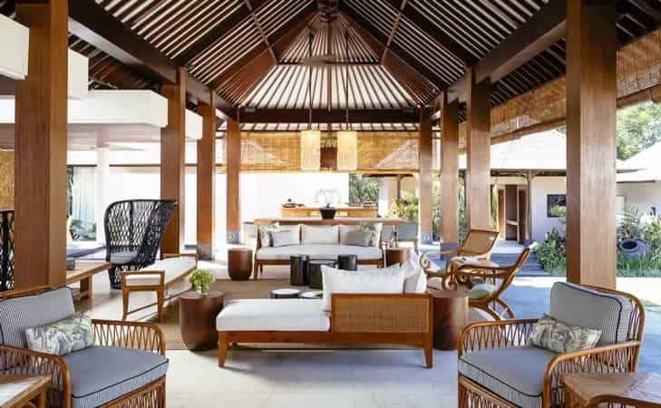 Featured Image of Beautiful Covered Outdoor Lounge With Wooden Furniture