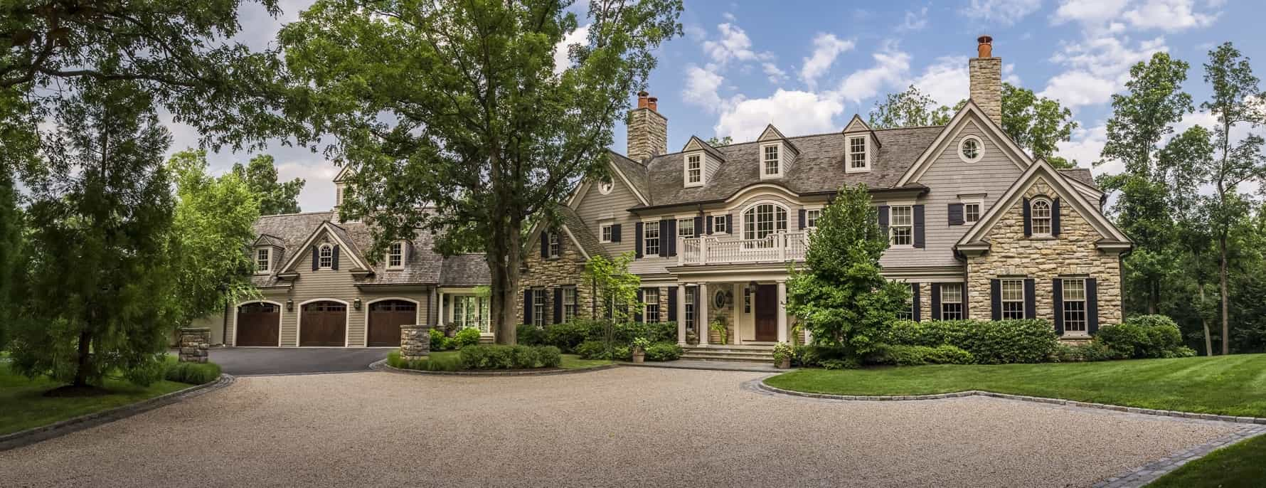 Featured Image of Beautiful Traditional Colonial Estate Exterior