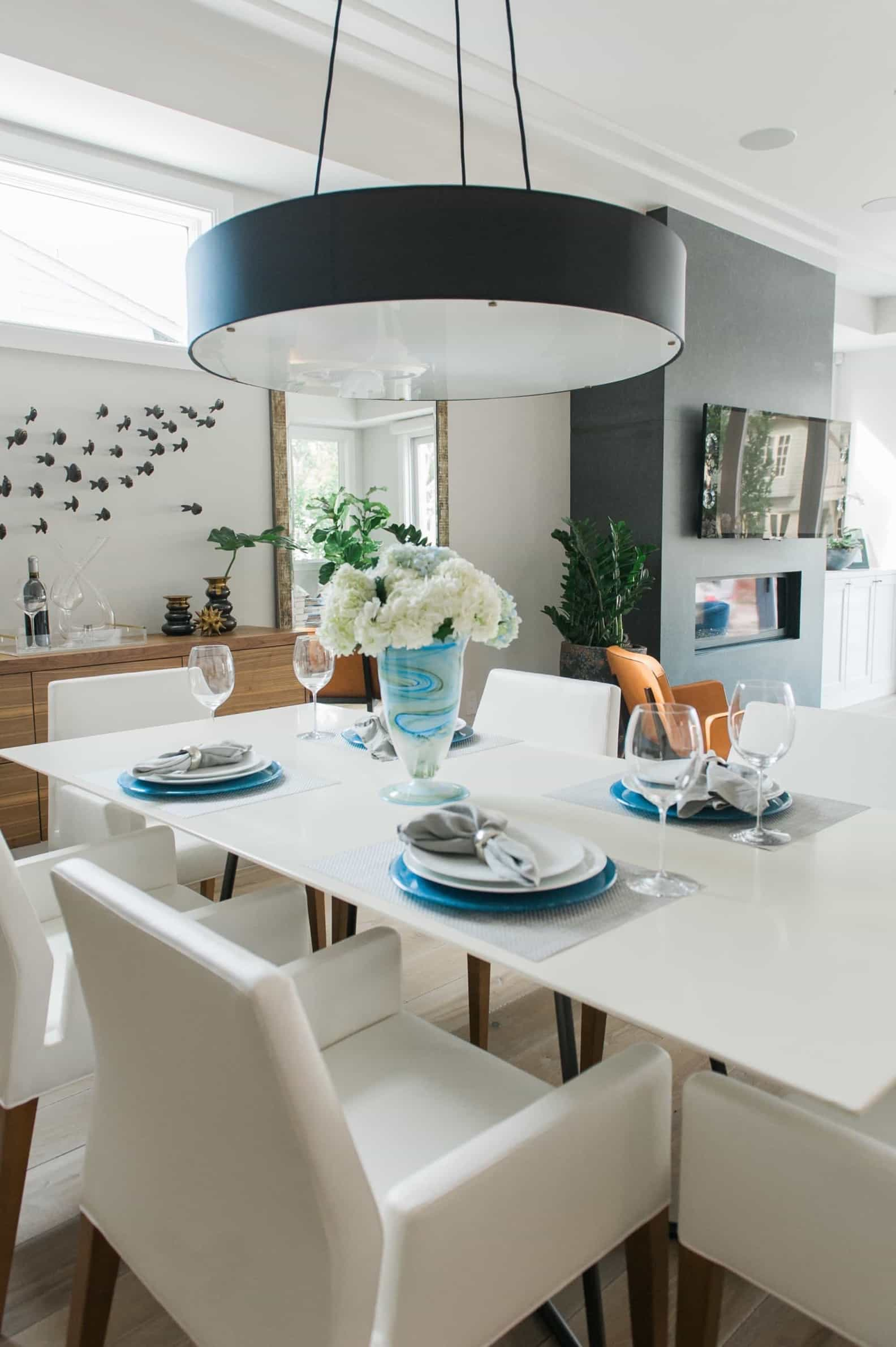 Featured Image of Black And White Contemporary Coastal Dining Room