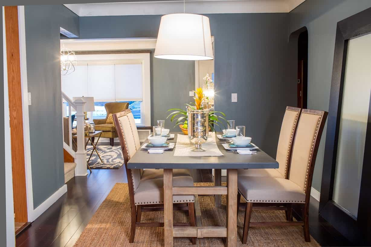 Featured Image of Blue Dining Room With Rustic Dining Table