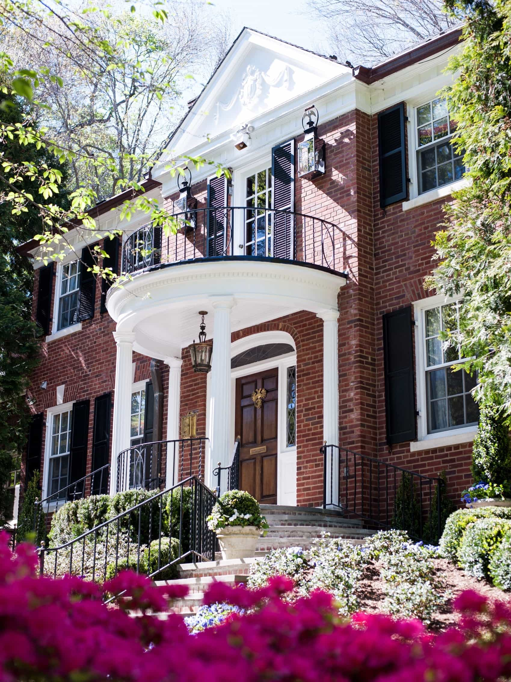 Featured Image of Brick Home Architecture With White Columns And Balcony