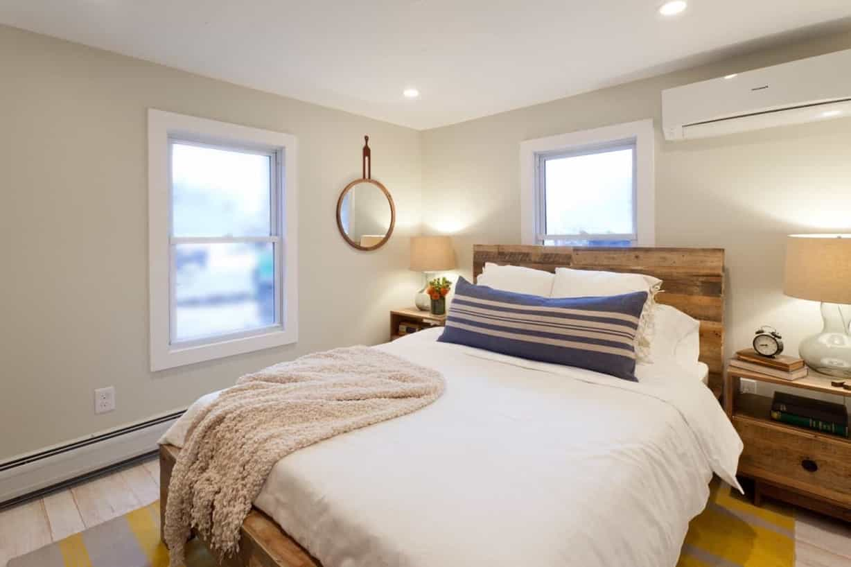 Featured Image of Bright Warm Master Bedroom With Natural Material Accents
