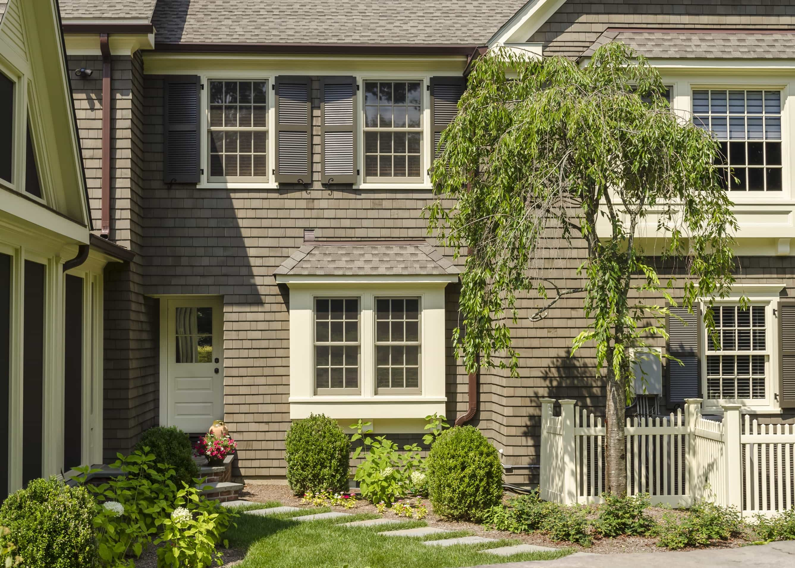 Featured Image of Brown Shingle Siding For Colonial House Exterior