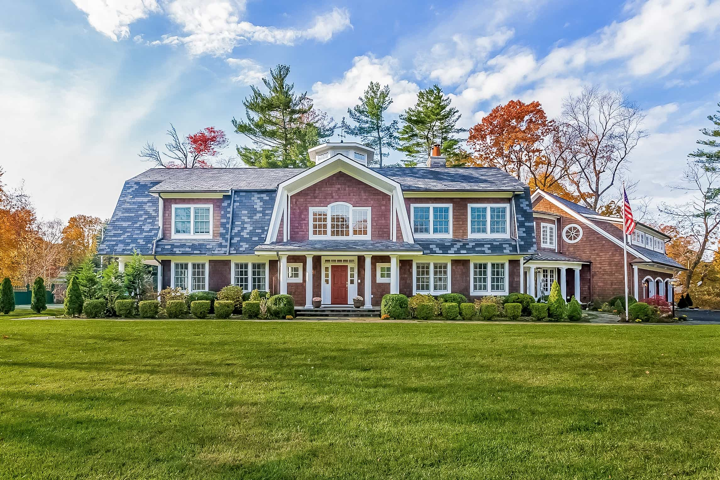 Featured Image of Classic Cape Cod Home With Wood Shingle Exterior