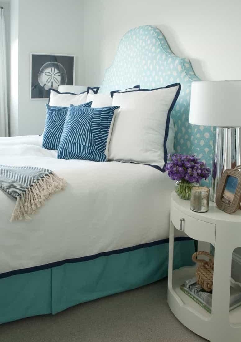 Featured Image of Coastal Bedroom Boasts Bold Bursts Of Aqua