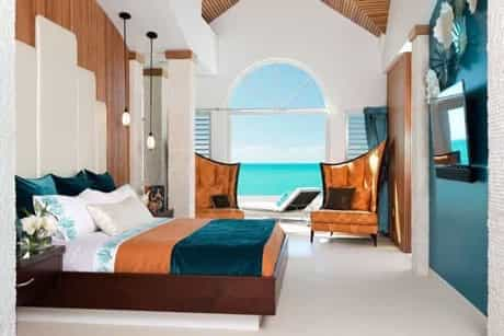 Featured Image of Coastal Bedroom With Arched Window