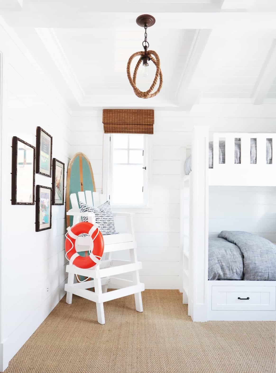 Featured Image of Coastal Bunk Room With Fun And Kid Friendly Accents