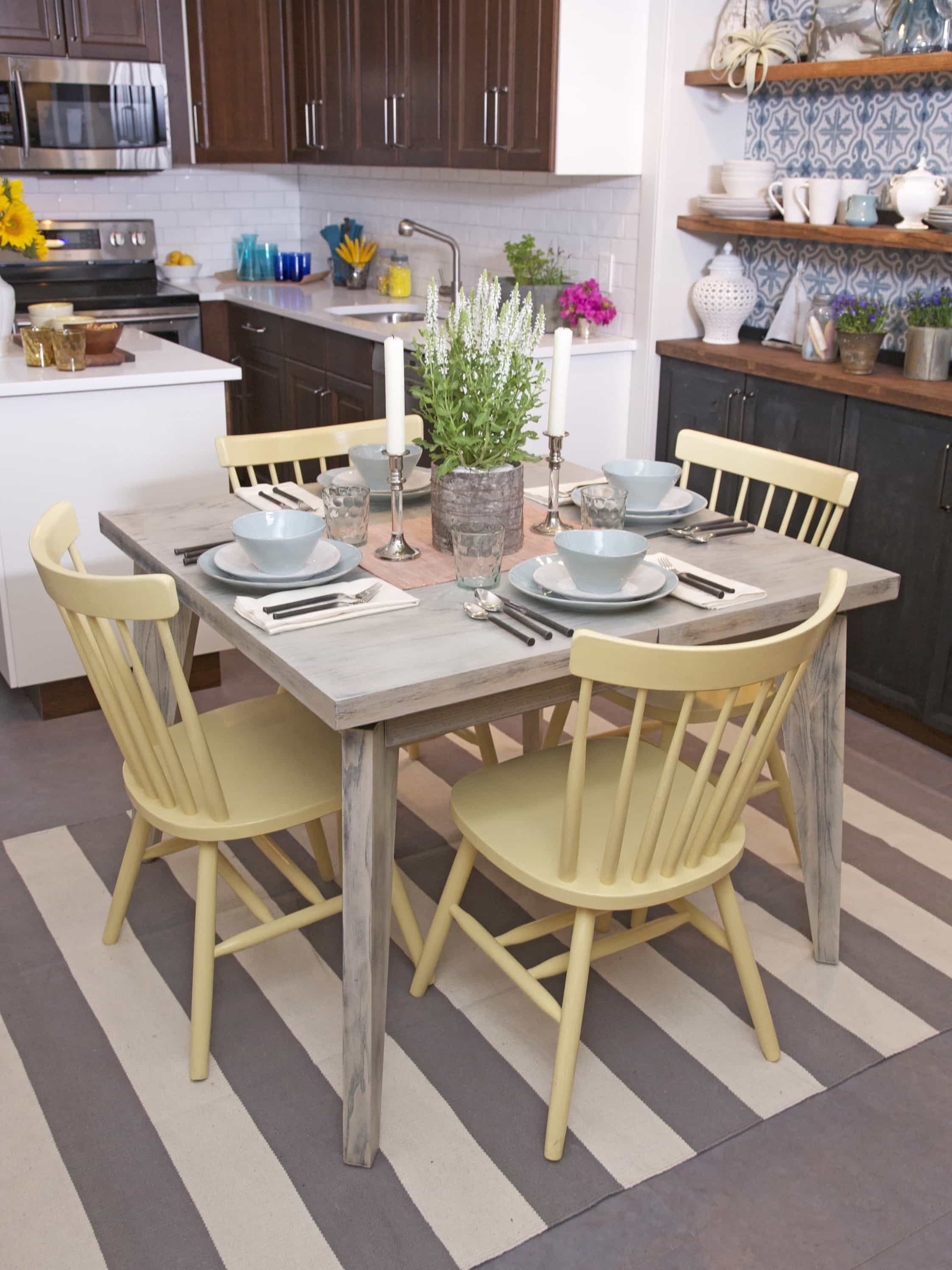 Featured Image of Coastal Kitchen With Whitewashed Dining Table