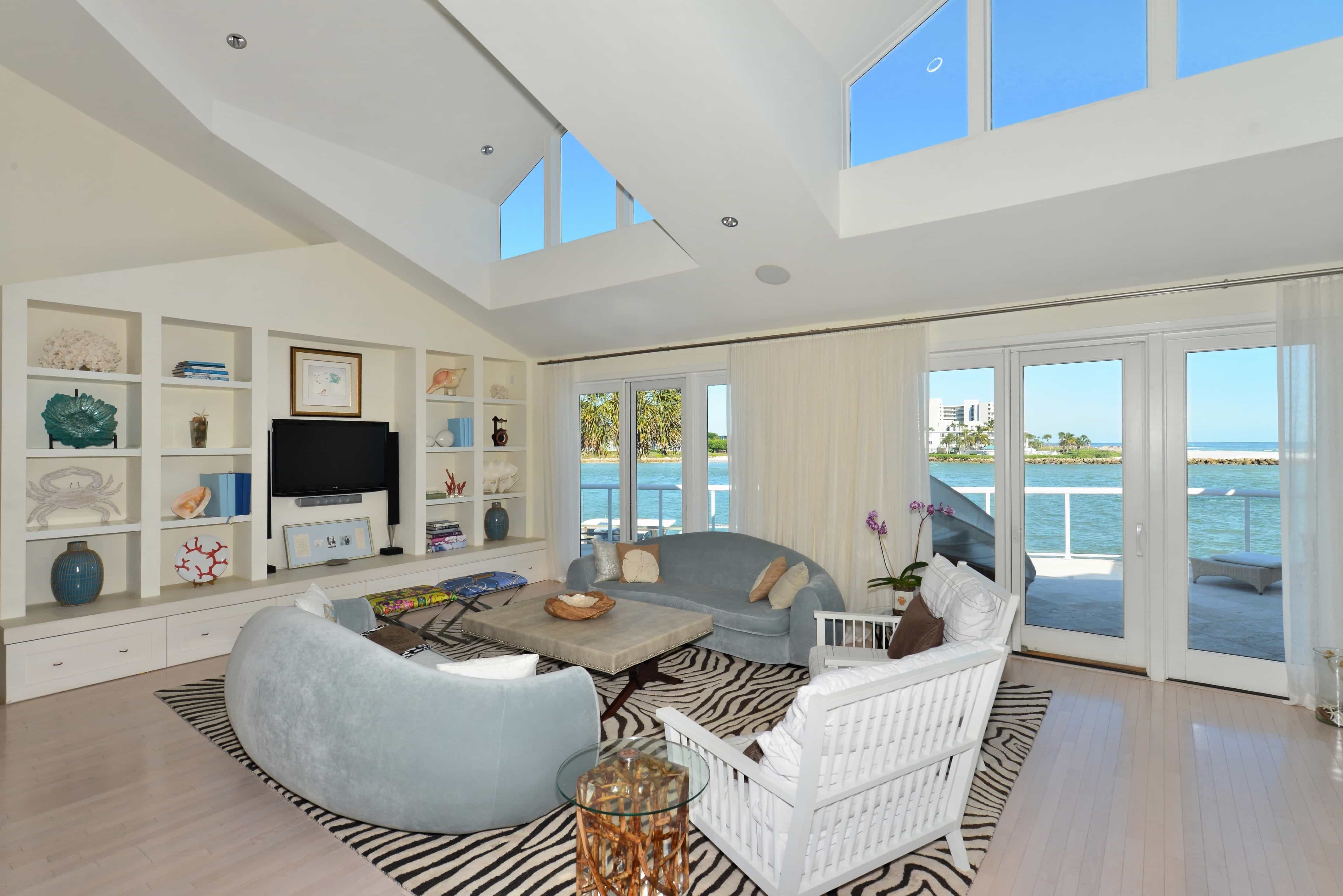 Featured Image of Coastal Living Room With Contemporary Furniture