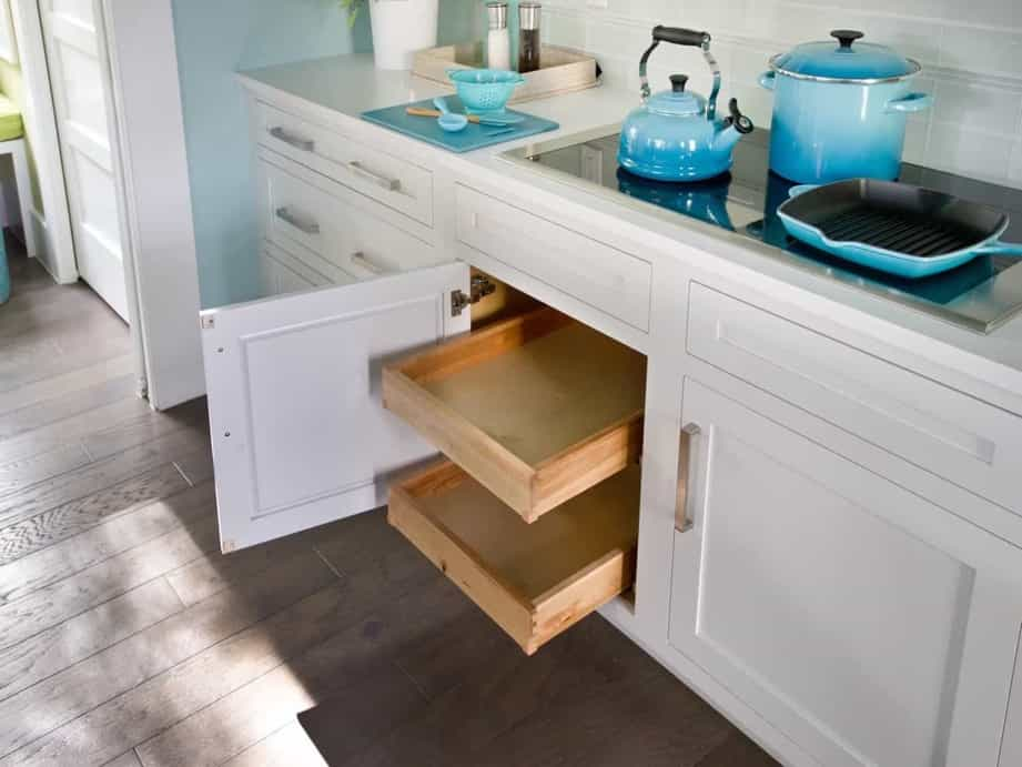 Featured Image of Coastal Style Kitchen With Pull Out Drawers In The Cabinets