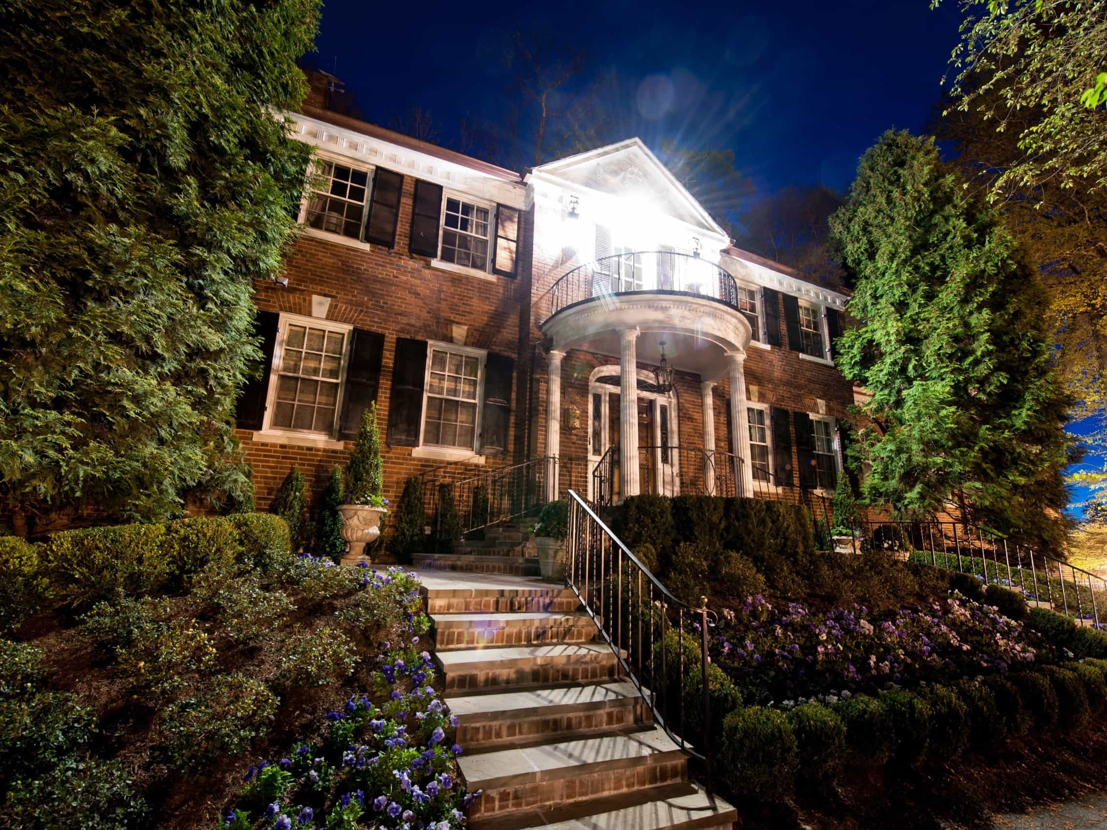 Featured Image of Colonial Brick Home Exterior With Doric Columns