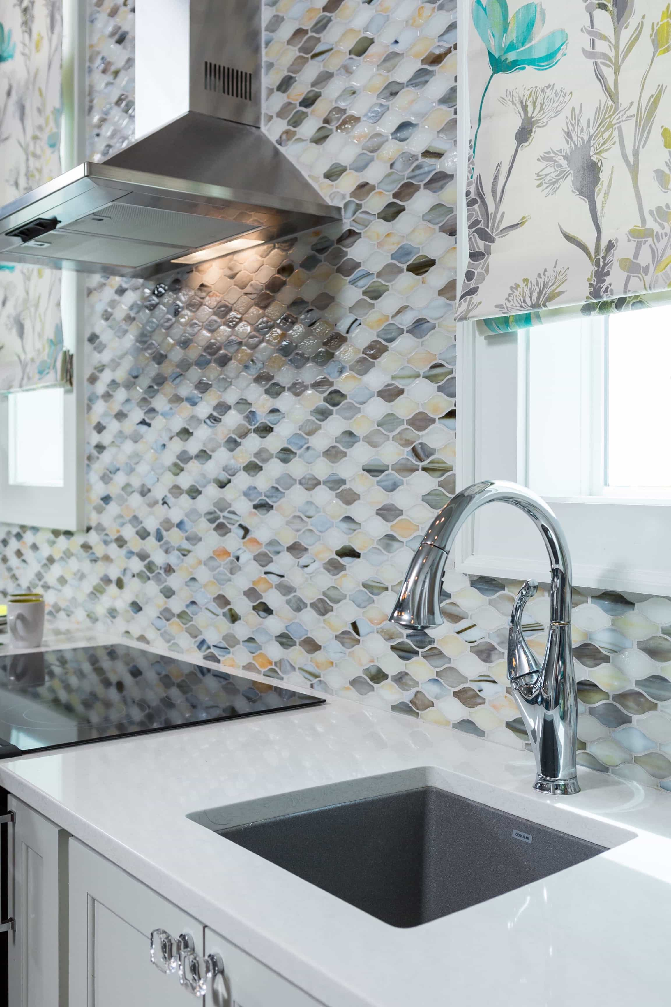 Featured Image of Colorful Modern Tile Backsplash In Bright Coastal Kitchen