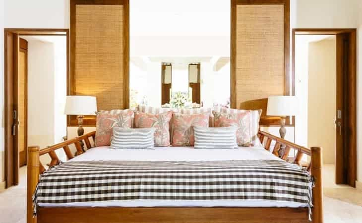 Featured Image of Comfortable Coastal Bedroom With Mix Of Patterns