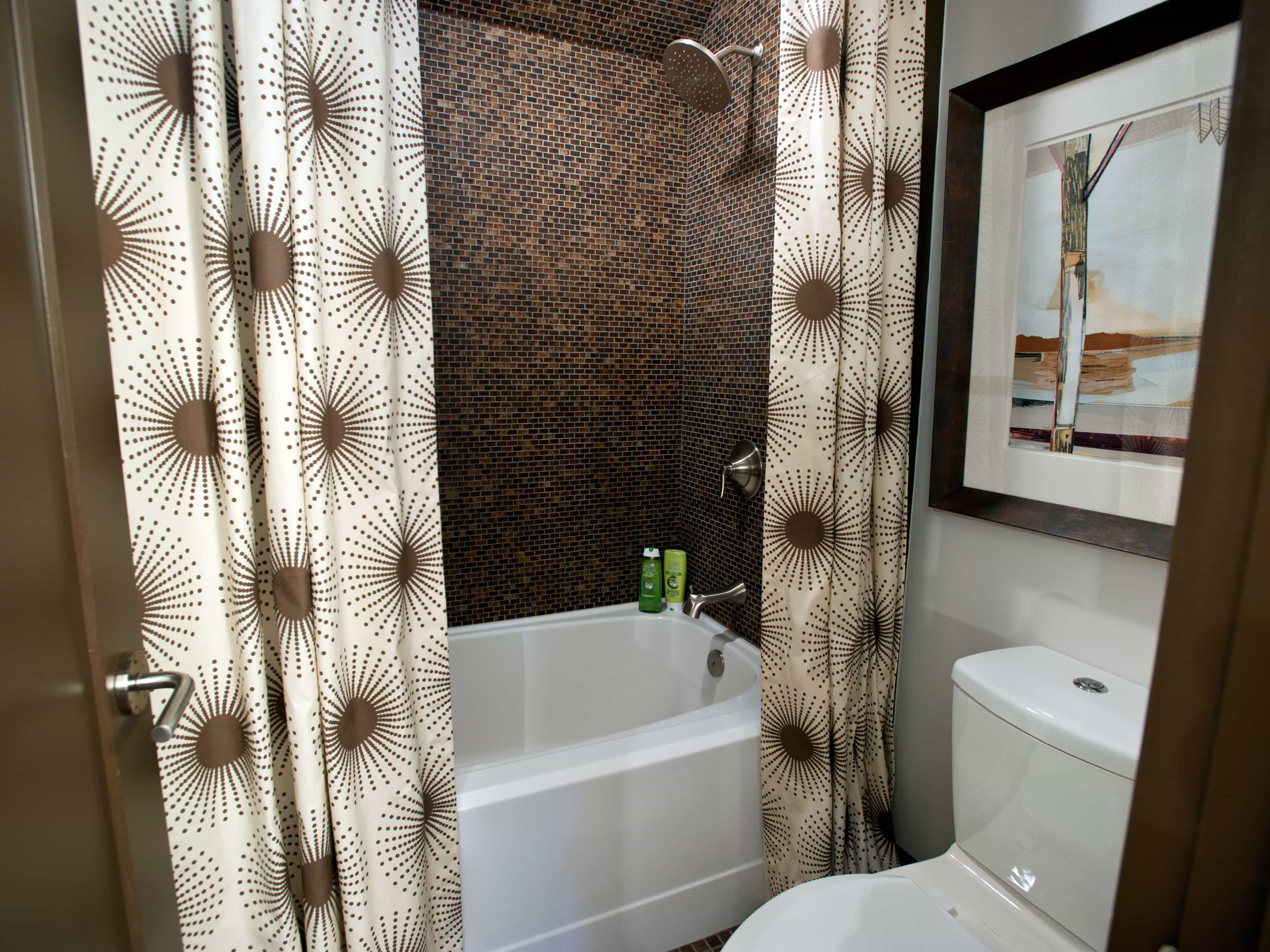 Contemporary Bathroom With Brown Floral Curtain (View 2 of 14)