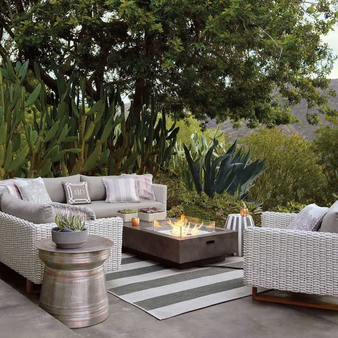 Featured Image of Contemporary Outdoor Rug And Furniture With Fireplace