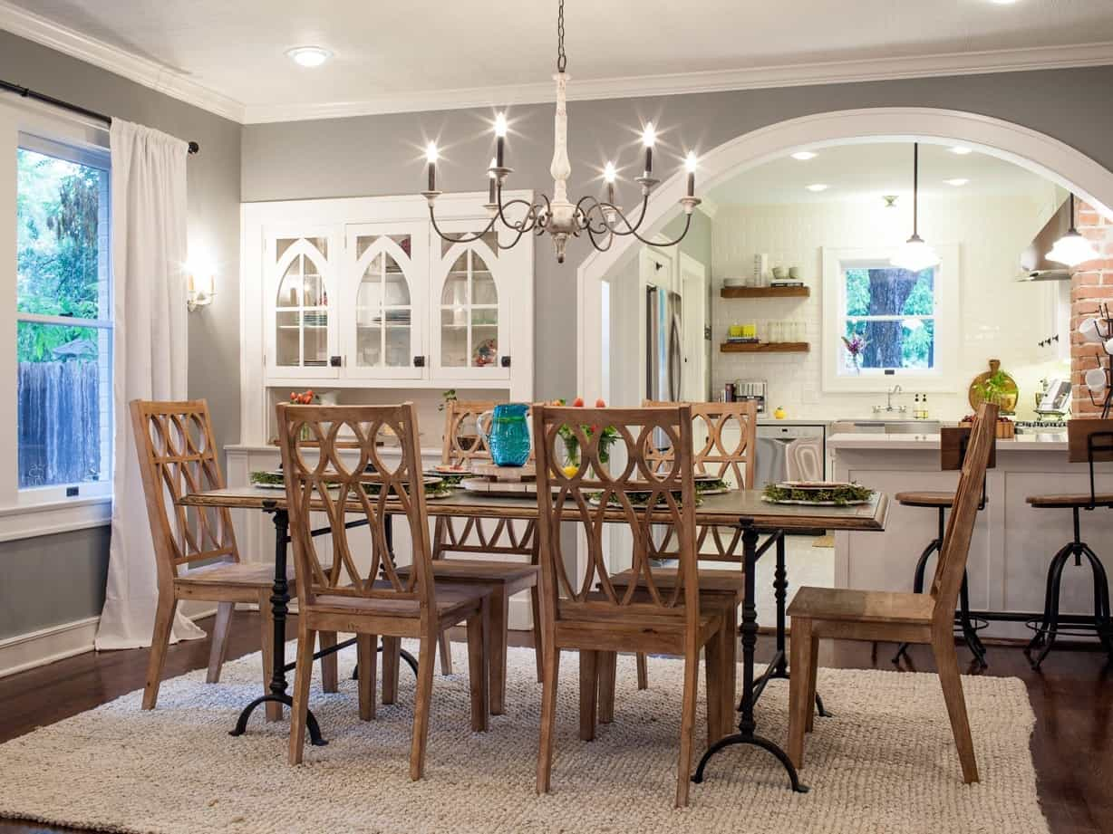 Featured Image of Country Dining Room With Arched Inserts