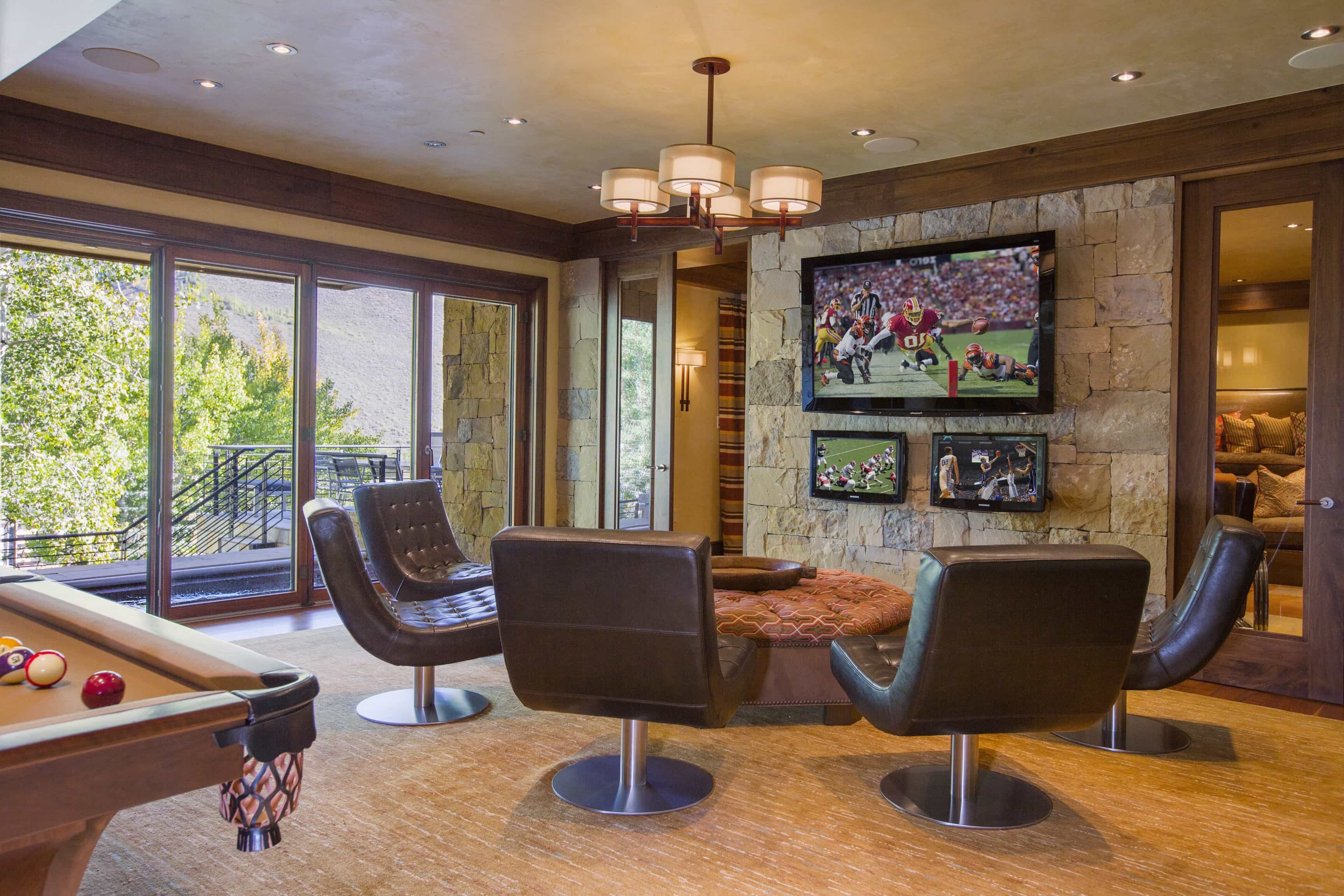 Featured Image of Craftsman Style Entertainment Room With Modern Leather Chairs