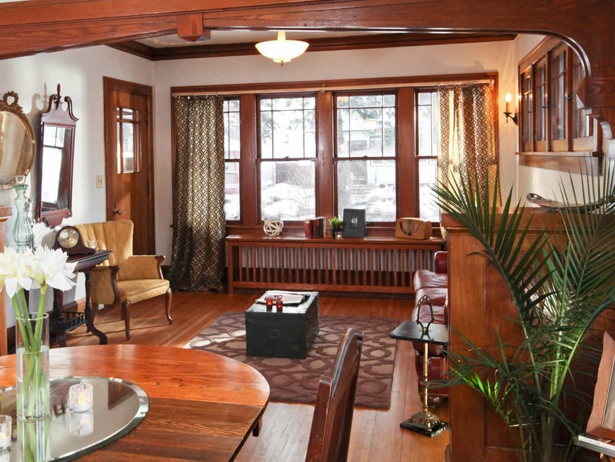 Featured Image of Craftsman Style Living Room With Classic Woodwork