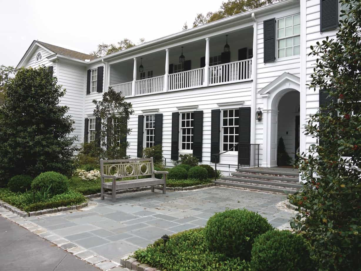 Featured Image of Elegant White House With Black Shutters And Stone Walkway