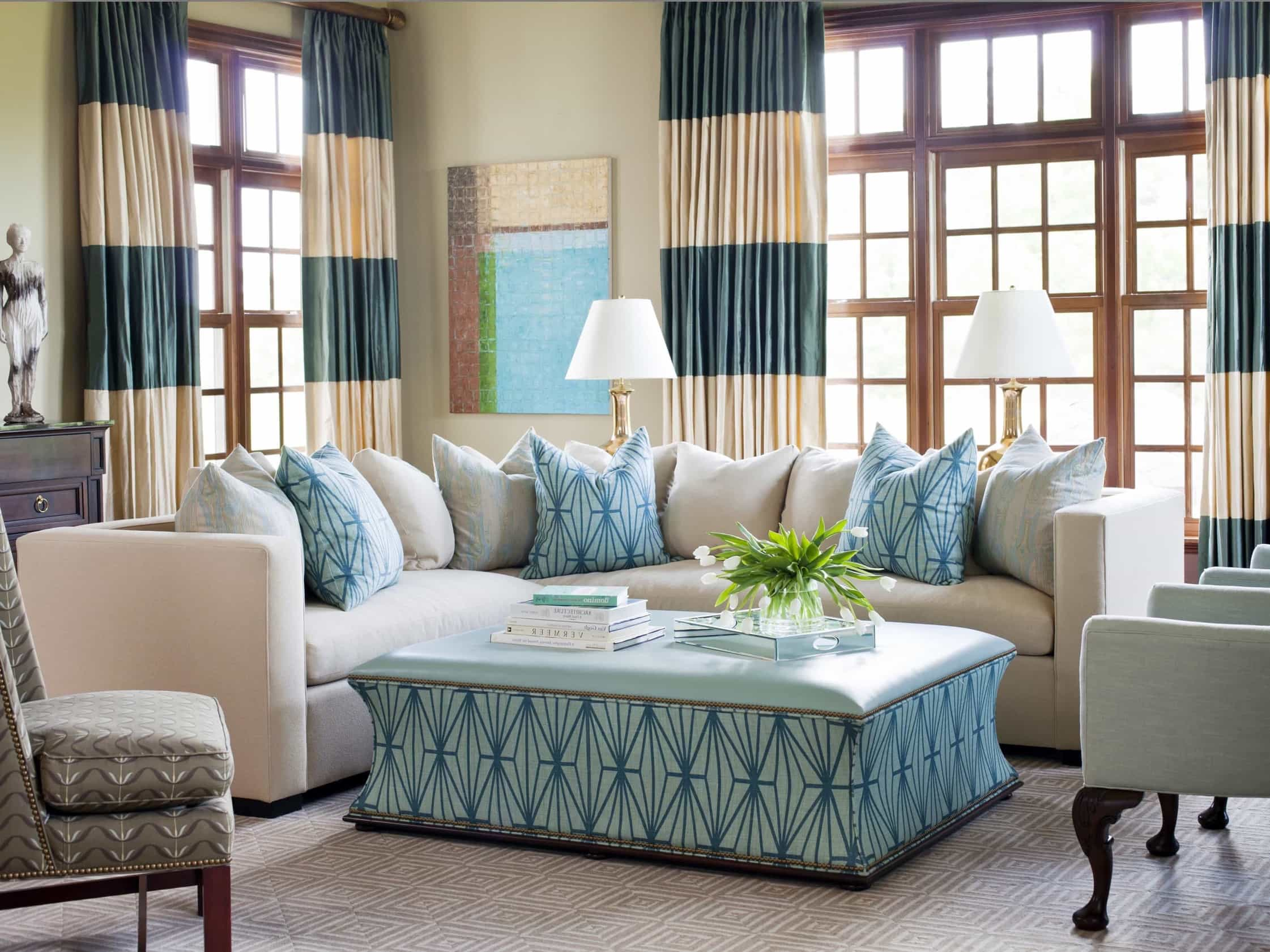Featured Image of Elegant White And Turquoise Coastal Living Room