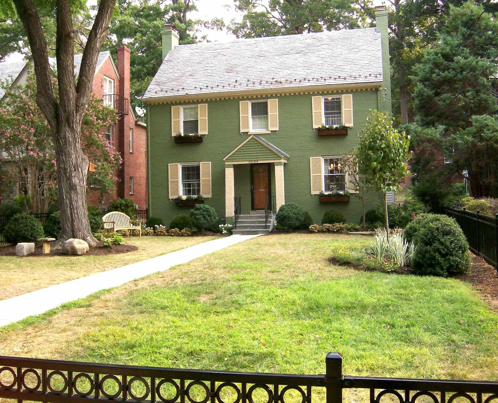 Featured Image of Federal Style Home With Green Paint And Yellow Shutters