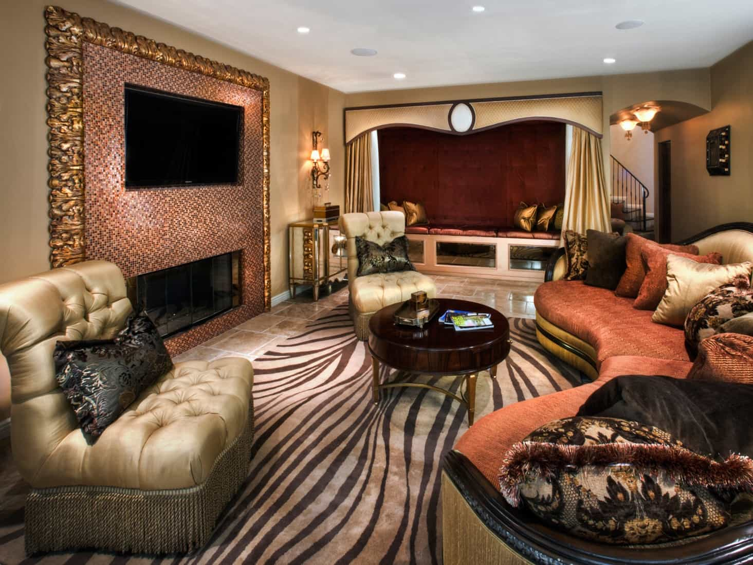 Featured Image of Glamour Eclectic Living Room With Zebra Print Rug