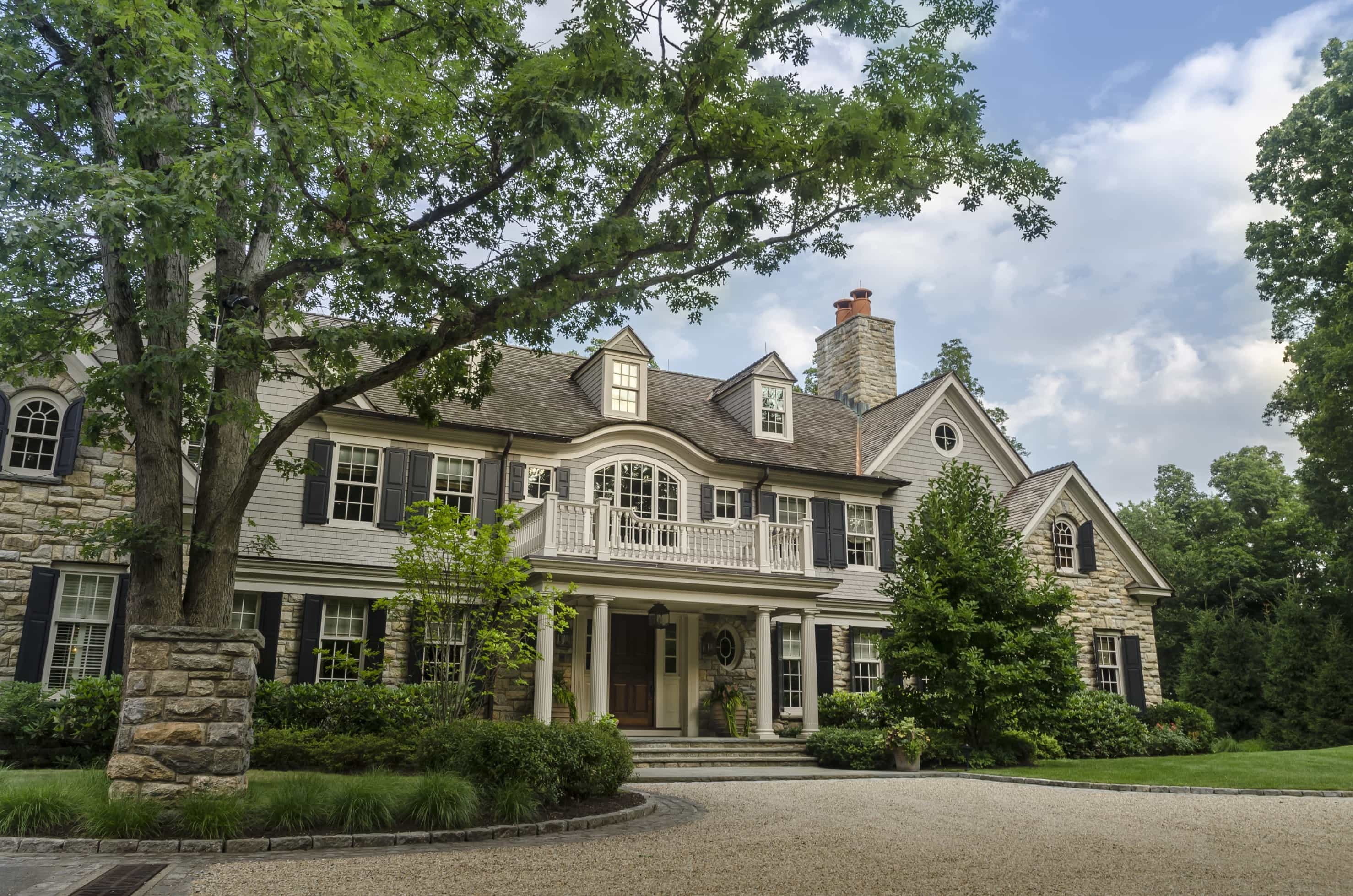 Featured Image of Gorgeous Classic Colonial Home Exterior