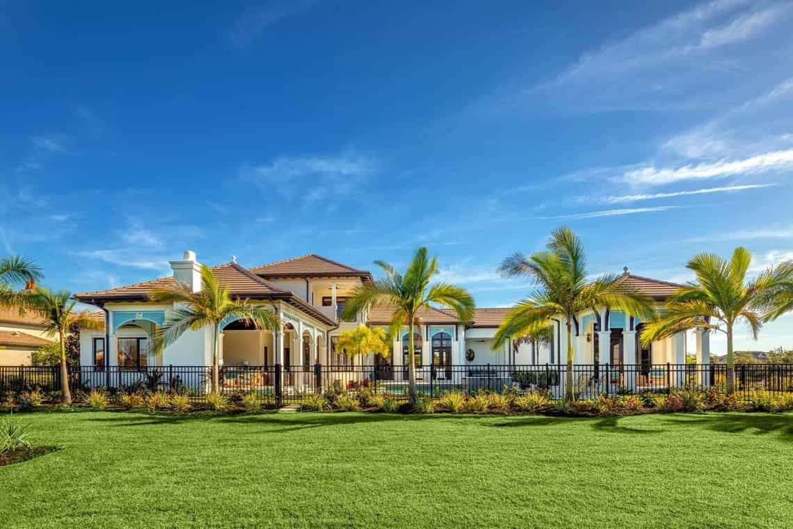 Featured Image of Gorgeous Sprawling Coastal Home With Neutral Stucco Exterior