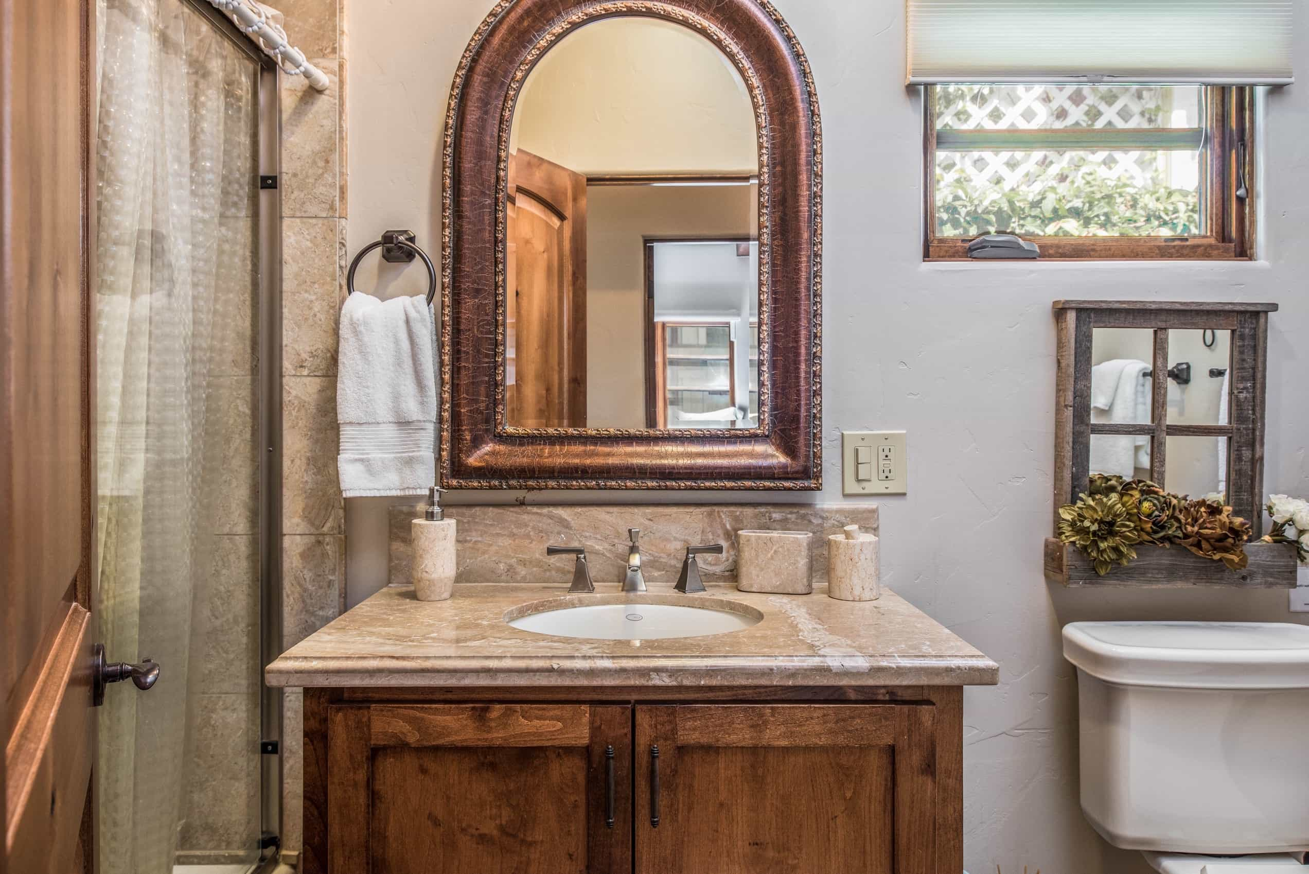 Featured Image of Granite Countertop For Cottage Bathroom With Single Vanity And Arched Mirror
