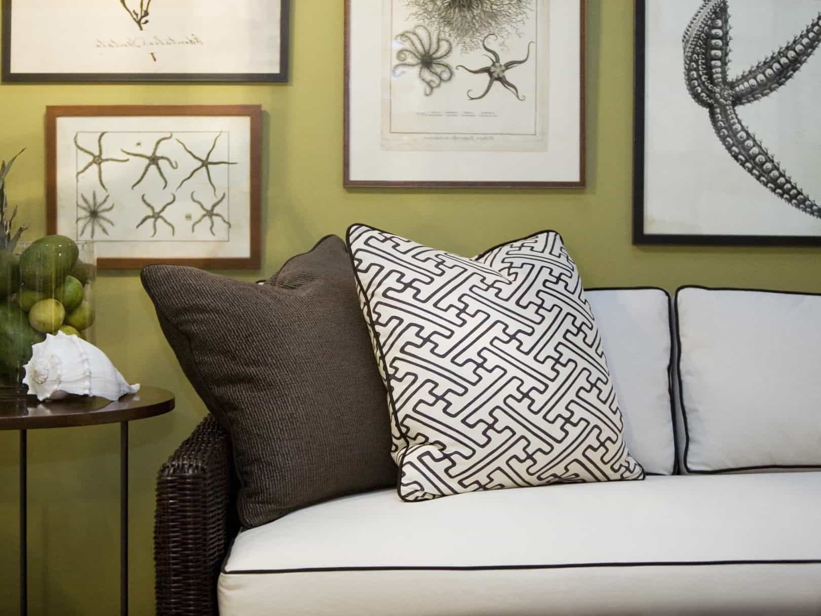 Featured Image of Green Living Room With Nautical Prints