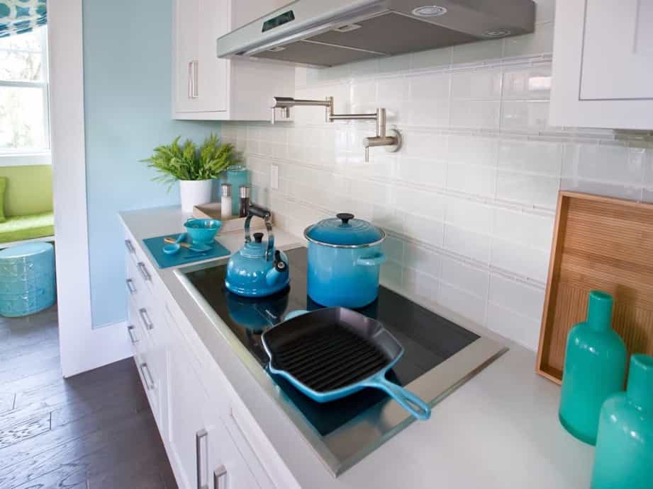 Featured Image of High Tech Kitchen Cooktop With Glass Tile Backsplash