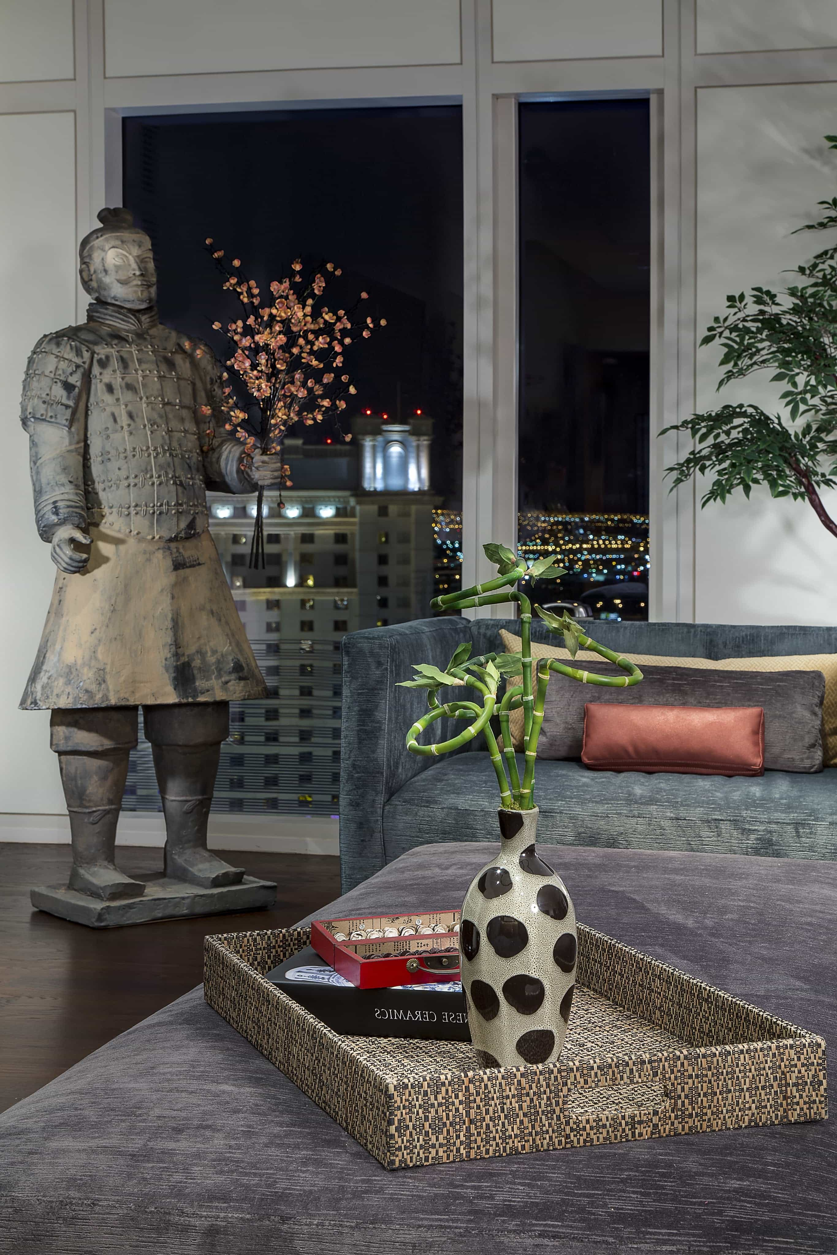 Featured Image of Mandarin Style Living Room With Large Oriental Hun Statue