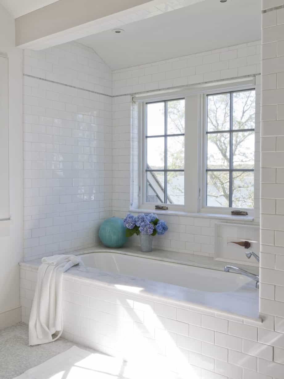 Featured Image of Marble Tub Surround Gives Bathroom Luxury Look