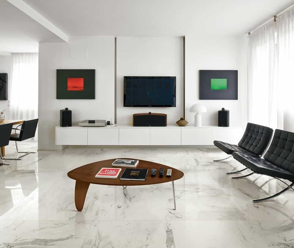 Featured Image of Mid Sized Living Room Idea With Marble Floors And Wall Mounted Tv