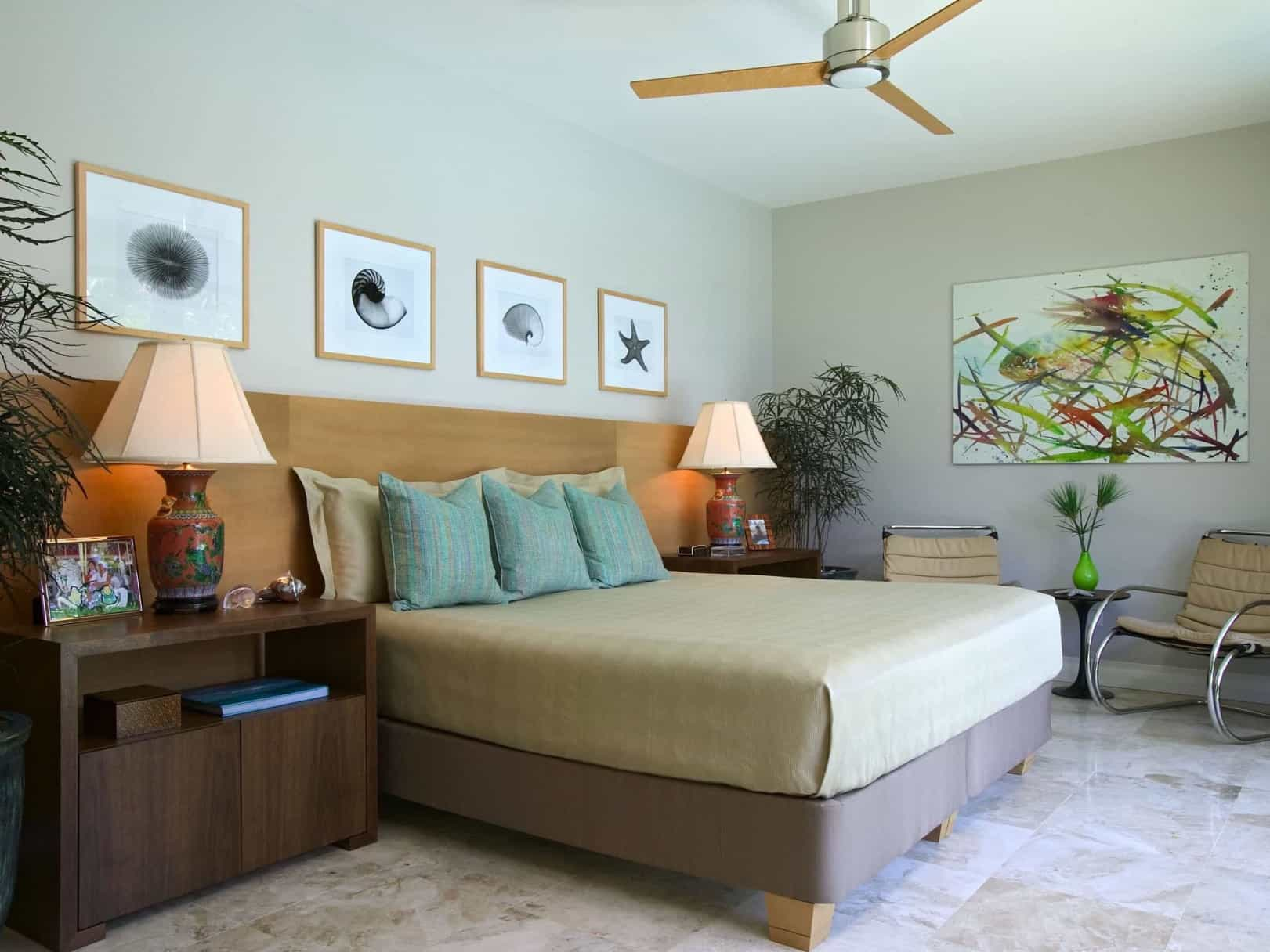 Featured Image of Midcentury Modern Coastal Themed Bedroom