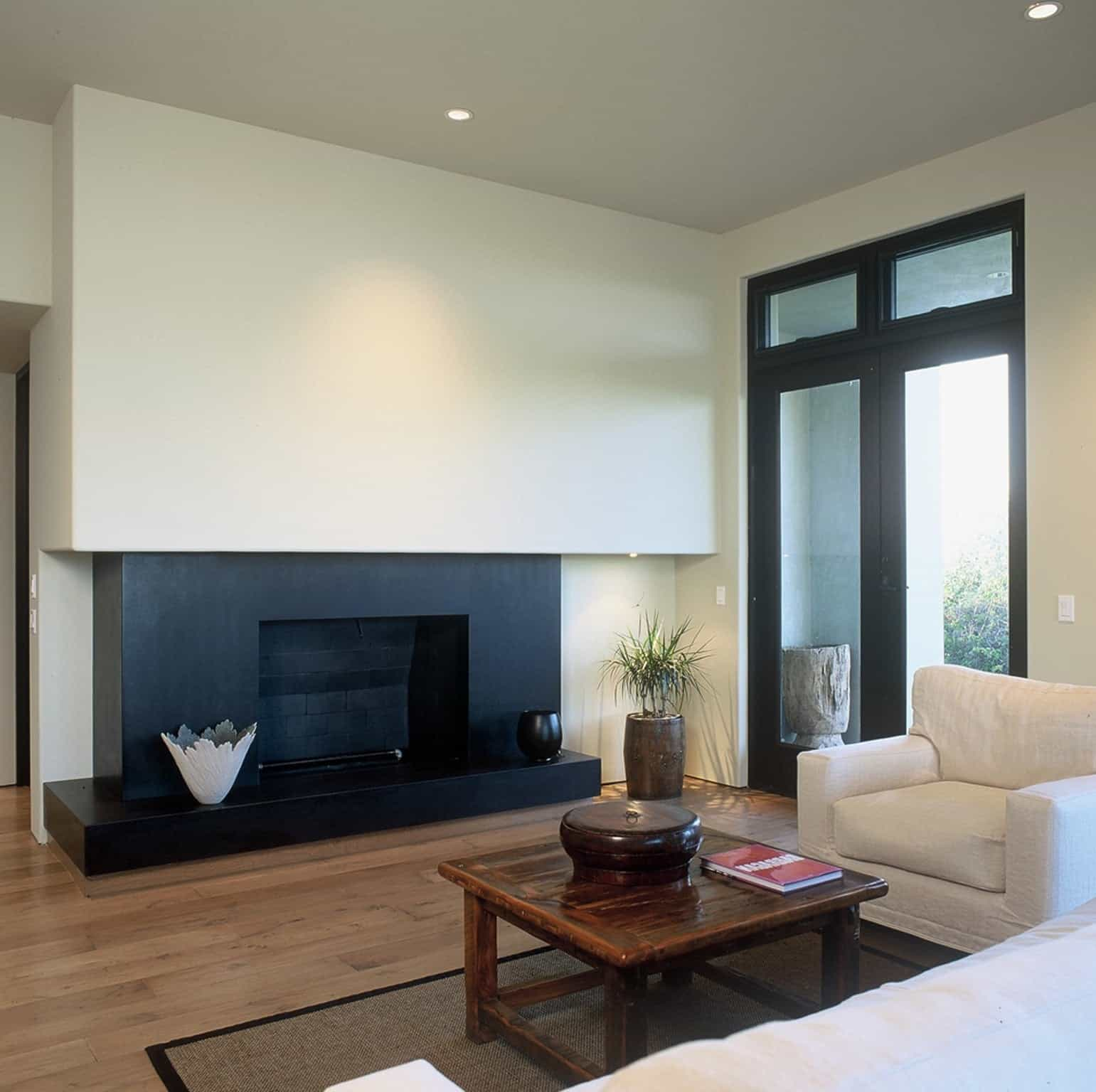 Featured Image of Minimalist Asian Style Living Room With Black Fireplace