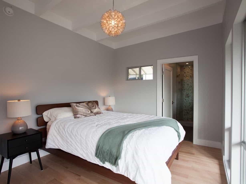 Featured Image of Minimalist Gray Coastal Bedroom