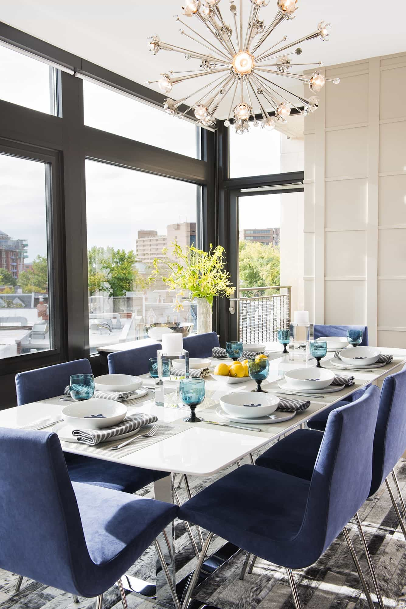 Featured Image of Modern Bold Blue Chairs For Stylish Art Deco Dining Room