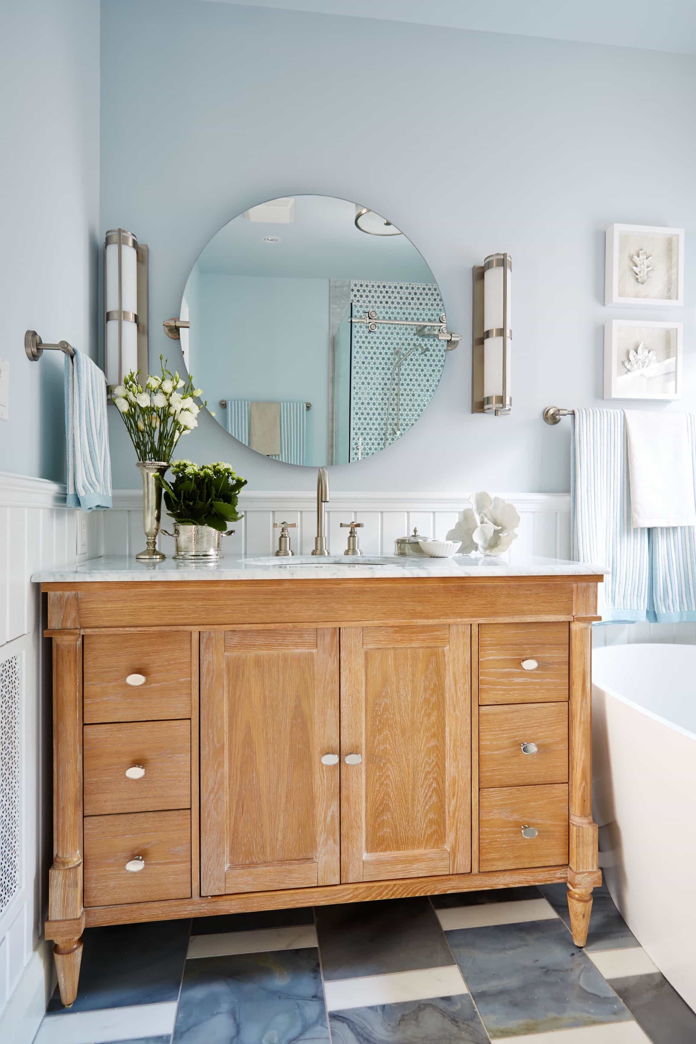 Featured Image of Modern Coastal Themed Bathroom