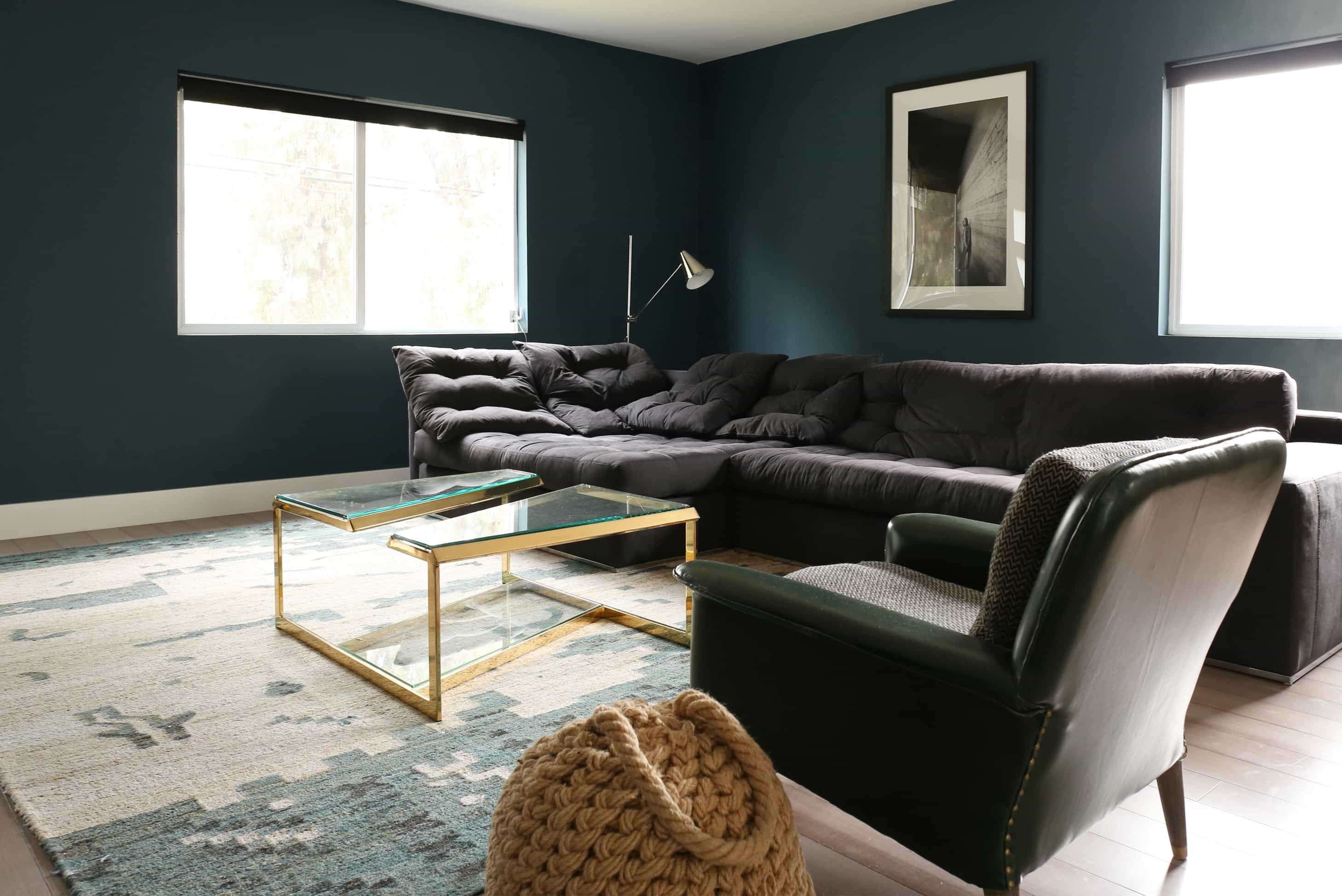 Featured Image of Modern Craftsman Living Room With Minimalist Sectional