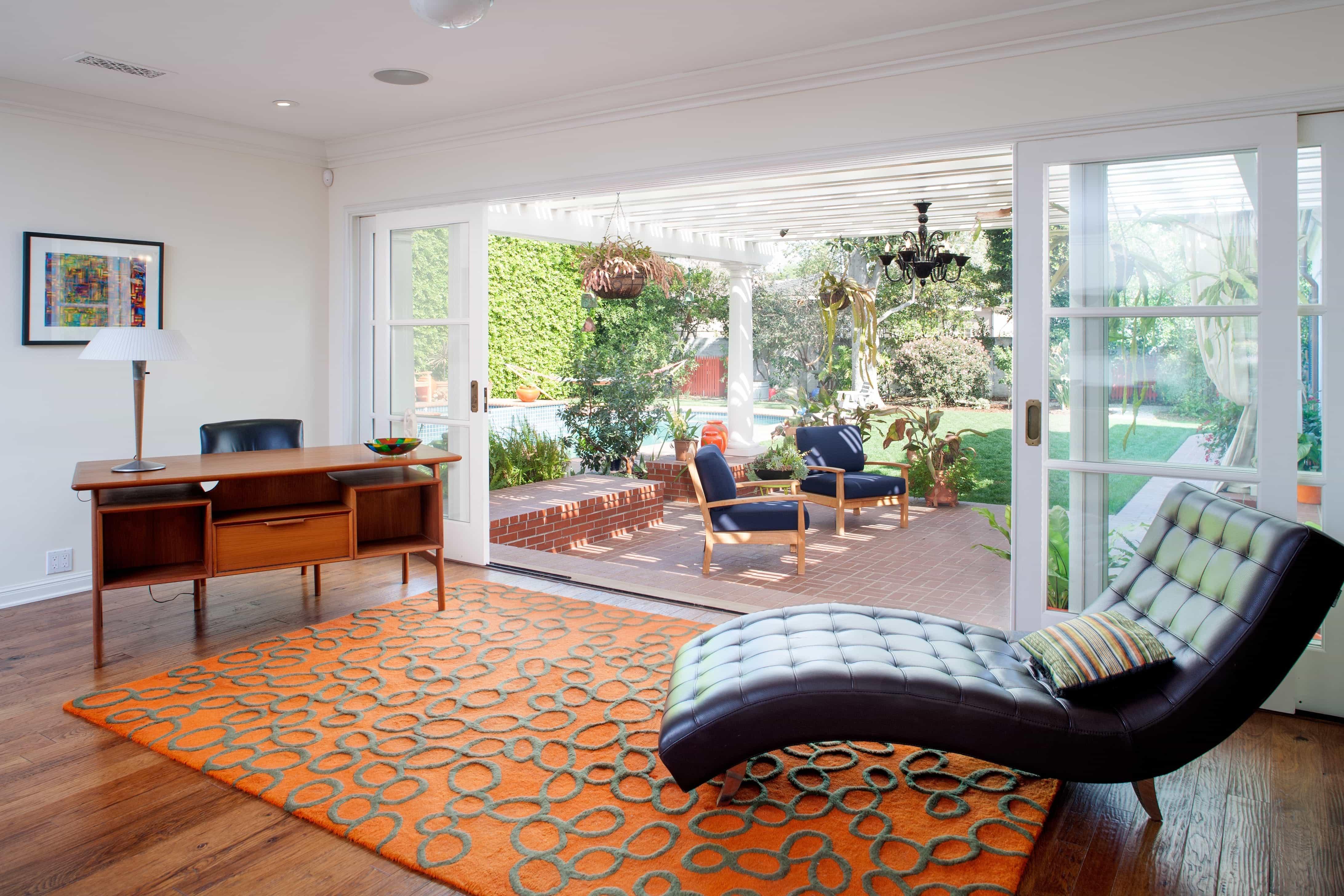 Featured Image of Modern Indoor Outdoor Living Room With Sliding Glass Doors