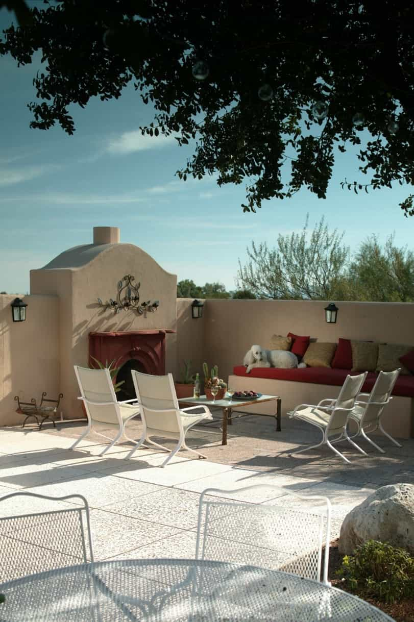 Featured Image of Modern Spanish Colonial Courtyard Sitting Area