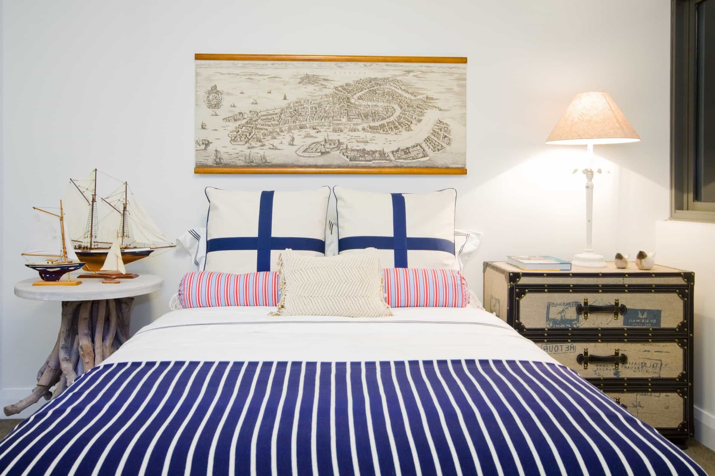 Featured Image of Navy And White Nautical Bedroom With Striped Duvet Cover
