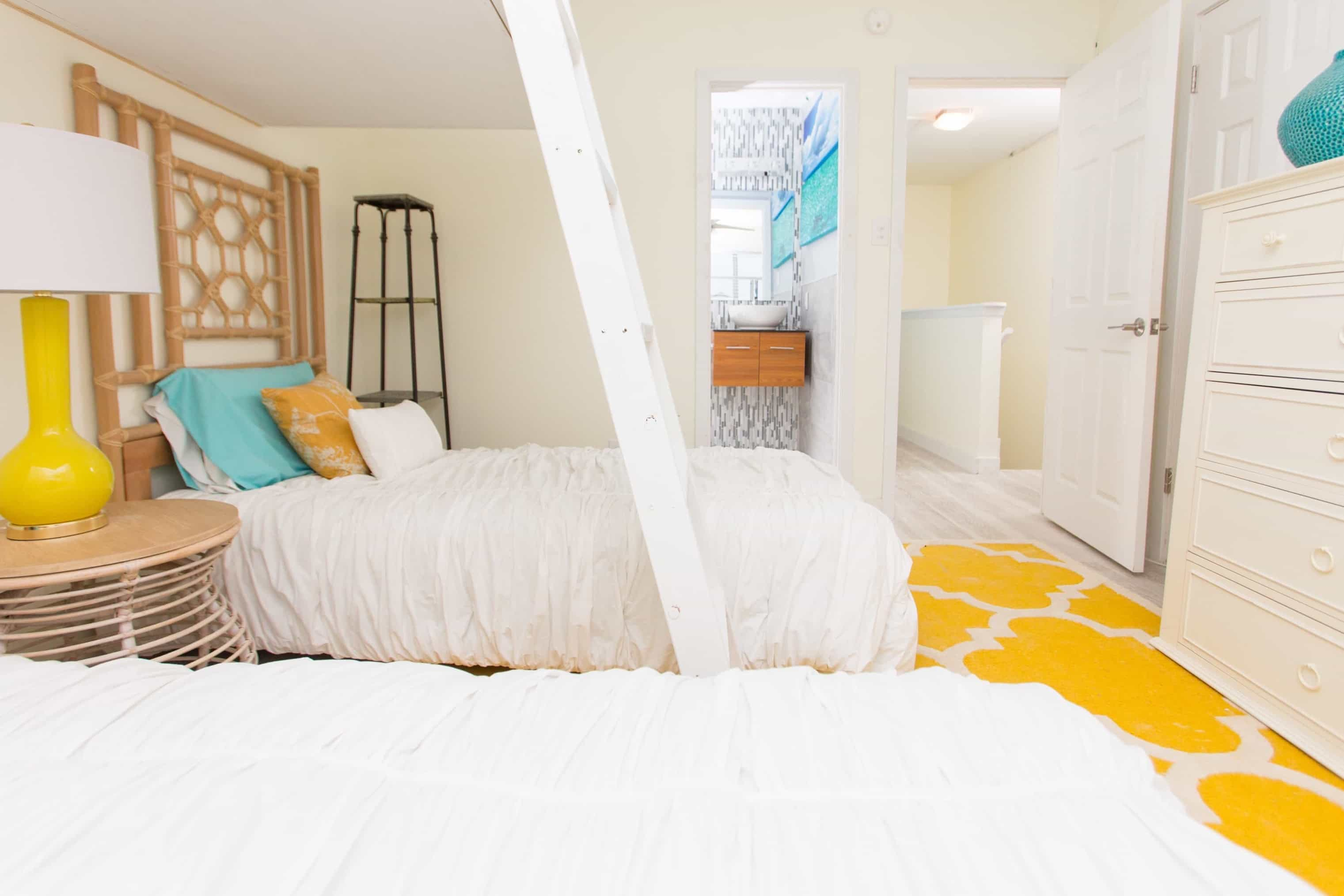 Featured Image of Neutral Coastal Bedroom With Yellow Rug
