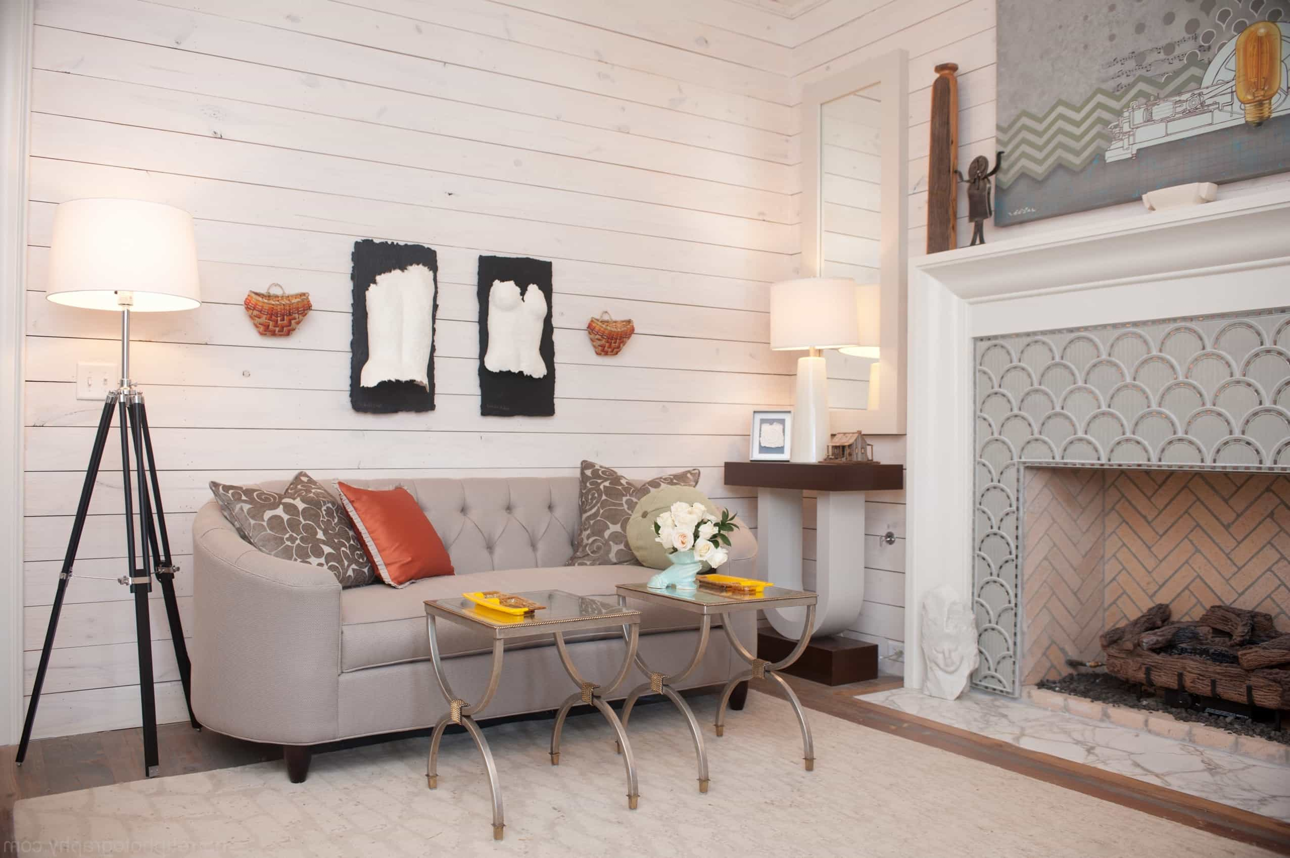 Featured Image of Neutral Wood Paneled Craftsman Sitting Room With Elegant Sofa