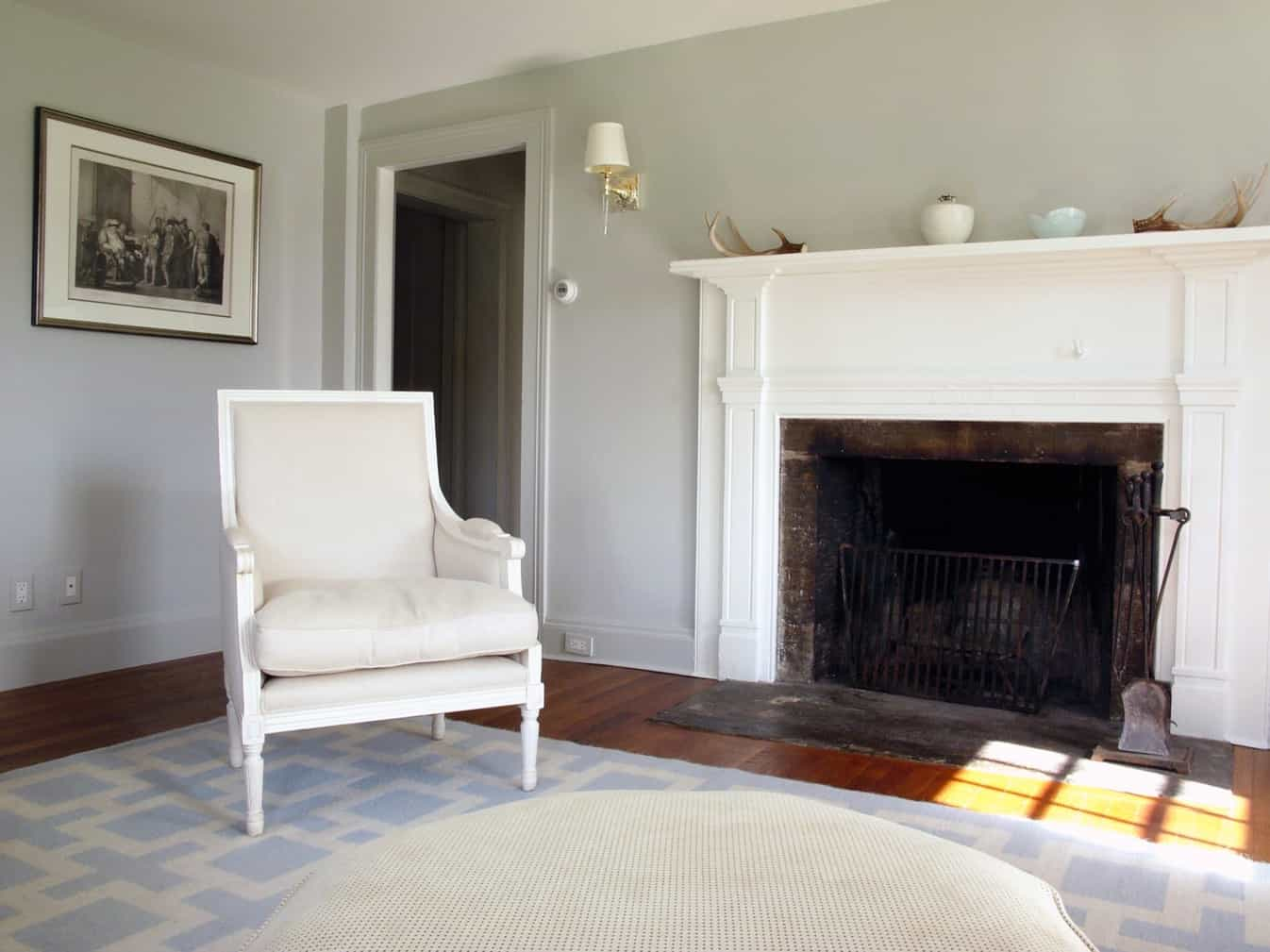 Featured Image of Simple Colonial Home Library