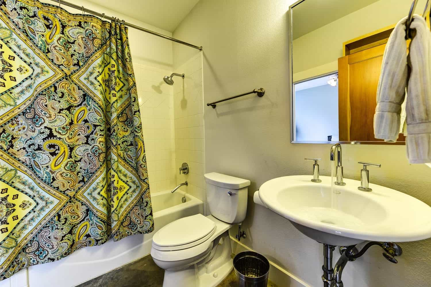 Small Contemporary Bathroom With Bold Colorful Graphic Shower Curtain (View 3 of 14)